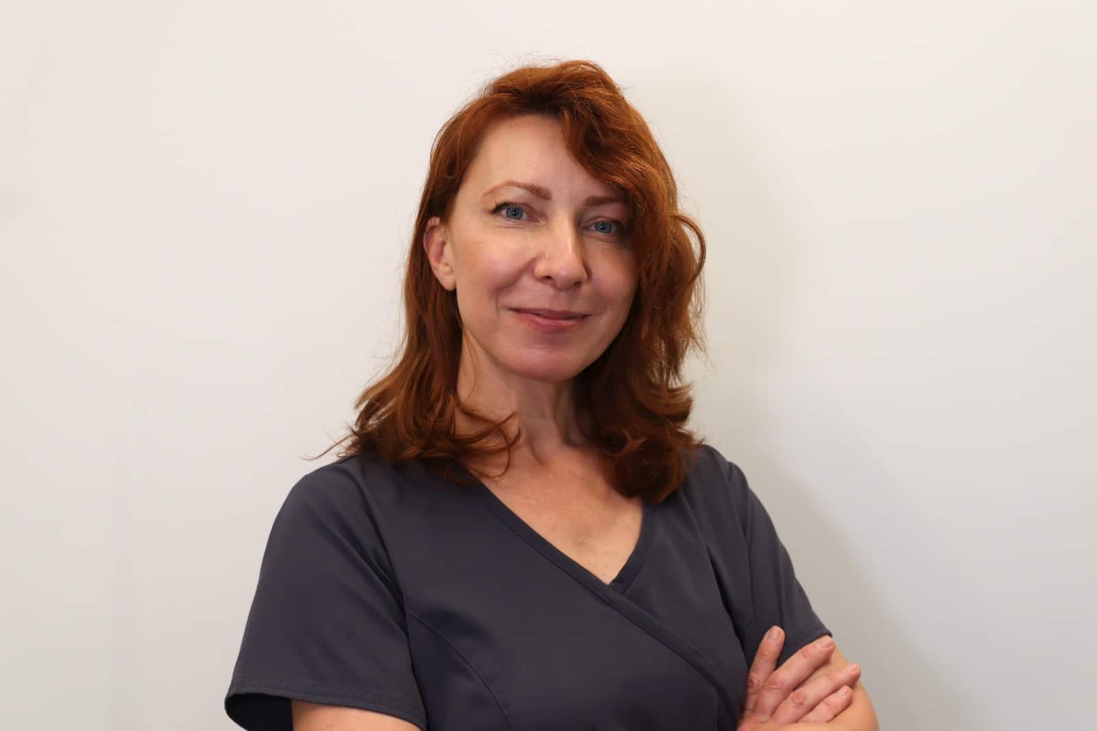 אינה ליסה מקריה - אחות חדר ניתוח ומקעקעת רפואית